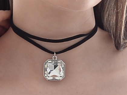 Stylish Silver Pendant Choker Necklace